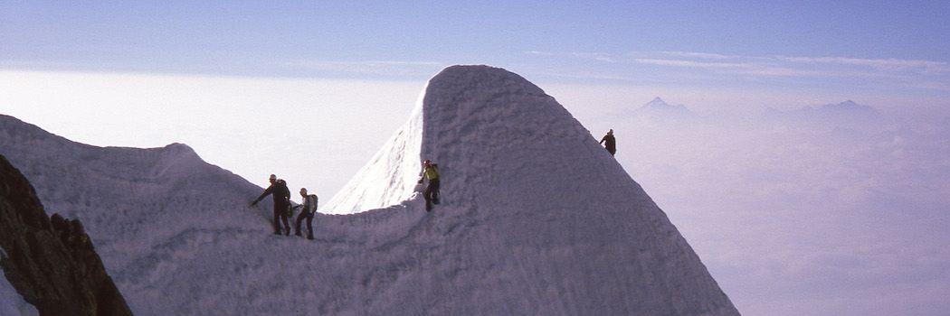 Klatrere på vej op ad Kuffner graten på Mont Maudit